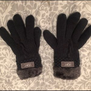 Charcoal Gray Fuzzy Ugg Gloves